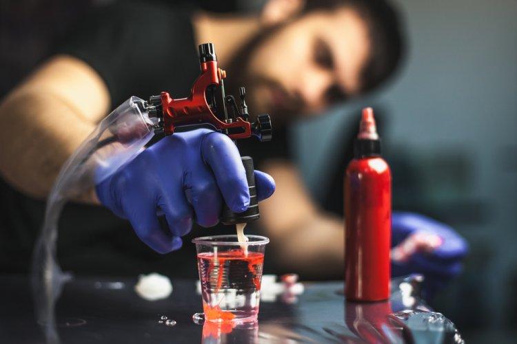Photo of Pourquoi est-il interdit de se faire tatouer ?