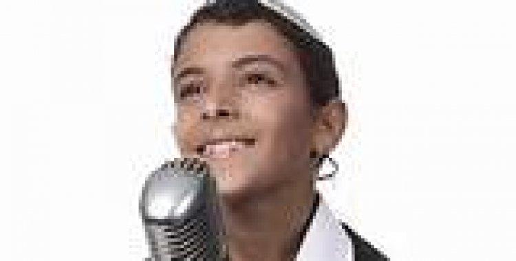 Photo of Le chanteur Ouziya Tsadok dédicace une chanson pour le Rav Ovadia Yossef