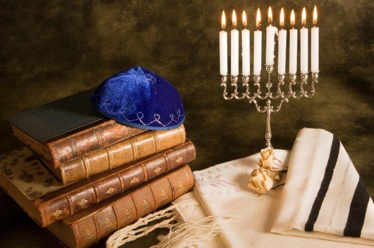 Photo of L'allumage des bougies de Hanouca- rite sépharade