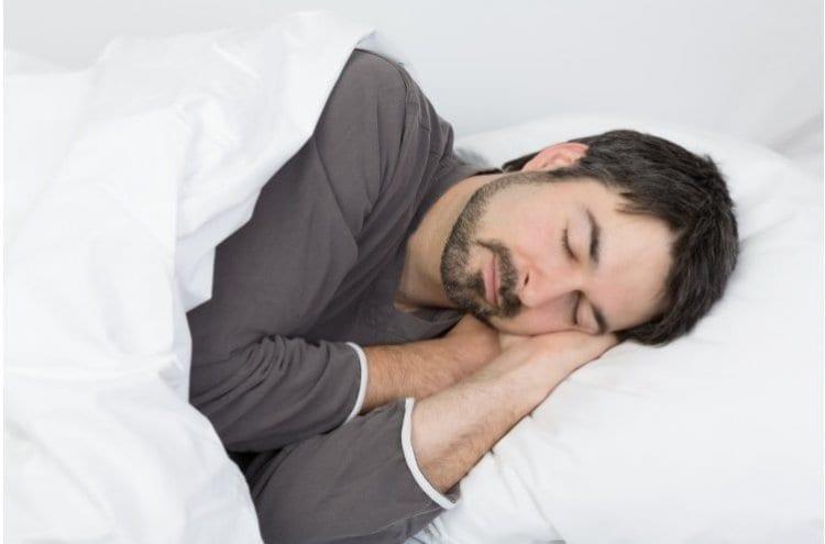 Photo of Vous avez du mal à vous endormir la nuit ? Vous ne croirez jamais quelle en est la cause !